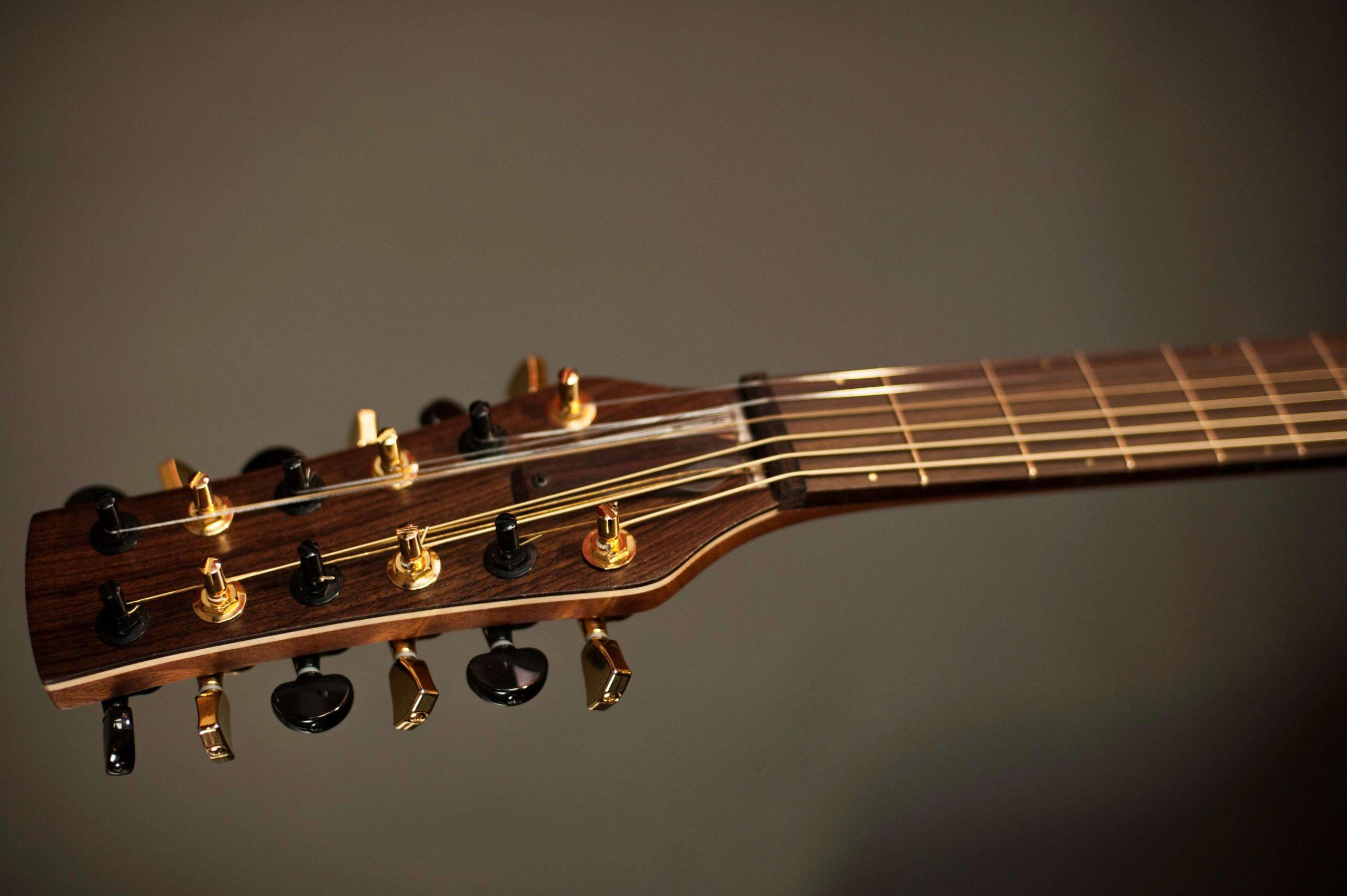 Cork-Guitars - string headstock